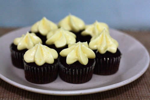 chocolate cupcakes lemon cream cheese frosting