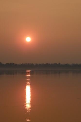 005.湄公河的日出 (4)