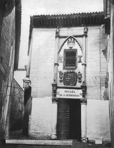 Fachada de la Posada de la Hermandad de Toledo en el siglo XIX. Fotografía de Casiano Alguacil