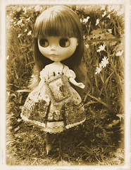 Bonjour!  Je m'appelle Madeleine! (*Sweet~Sangria*) Tags: london april blythe madeleine 2010 sugarmag stockoutfit blythesocdcloset neotakara martintpig marvintpig jemgirlcreations lejardindemaman