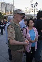 Με ένα κερί φίλος του Vietnam (karpidis) Tags: marfin μαρφιν εκδήλωσηγιατουσνεκρούστησmarfin