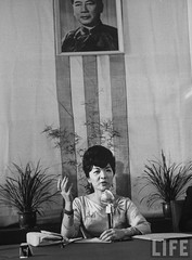 7-1962 Mrs. Dinh Nhu Ngo at press conference concerning foreign goodwill tour par VIETNAM History in Pictures (1962-1963)