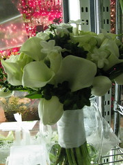 White calla lily,green coffee bean berry, white roses and fragrant stephanotis (LenaeDenson.com) Tags: flowers wedding roses white green berries lily hydrangea callalily weddingflowers bouquets redroses attendants centerpieces stephanotis whitehydrangeas clearvase bridesbouquets greenbuttonmum anitquehydrangeas wrappedbouquets