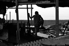 gitna (jobarracuda) Tags: wood lumix philippines charcoal manila worker fz50 kahoy tondo panasoniclumixdmcfz50 jobarracuda trabahador jojopensica ulingan photokalye charcoalmaker