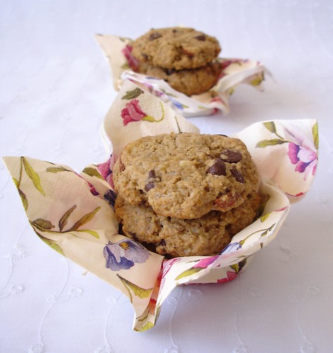 Banana-oatmeal chocolate chip cookies