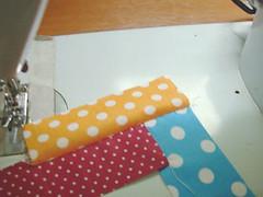 050 (super_ziper) Tags: flowers flores diy quilt sewing flor steps craft sew super bolinhas fabric patch dots patchwork tutorial pap maquina tecido ziper costura iniciantes passoapasso façavocêmesmo superziper divania