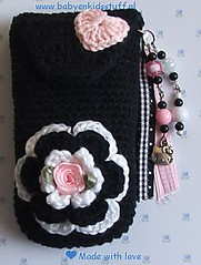 Telefoonhoesje,Cell phone holder (Claire3911) Tags: black flower keychain phone heart handmade unique hellokitty crochet cellphone cell roos mobilephone hart ribbon kralen gehaakt cellphoneholder uniek crochetedflower handgemaakt gehaaktebloemen telefoonhoesje