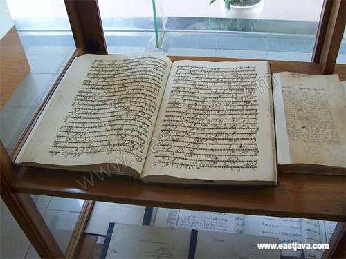 Soekarnos Ancient Book - Blitar