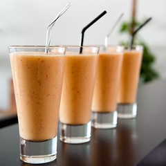 4 gewinnt (Matthias Rhomberg) Tags: summer glass fruits fruit bar square mixed nikon drink availablelight sommer straw format smoothie frucht glas frchte quadratisch getrnk trinkhalm gemixt d700