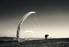 sysyphus (kr myiak) Tags: sky white trooper black monochrome canon flying emotion wind action para hill paragliding suspense windless star ubova