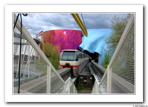 Monorail | Station arrival