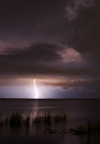 lightning_vertical_0148