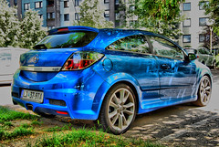 Opel Astra VXR (Sareni) Tags: auto reflection colors grass buildings nikon automobile parking wheels machine explore processing 2009 hdr astra opel twop 300dpi d60 vxr astravxr sareni opelastravxr
