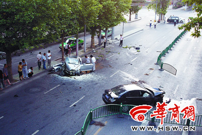 丰镐路车祸现场 一死两伤 车速竟飙到140公里/小时