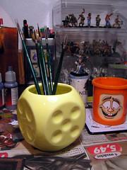 dado lapicero (UnaNada) Tags: dice painting miniature paint die brush pincel pintar dados dado pinceles unanada pintado miniaturas