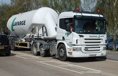 HX09 BJE Lafarge Scania P 420 Cement Tanker at Eurolink Way, Sittingbourne. (Bud75) Tags: lafarge hgv heavygoodsvehicle cementtanker scaniap420 semitrailertrucks hx09bje