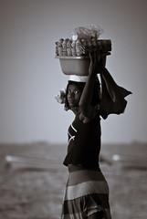 Vendedora Ambulante, Mussulo, Luanda, Angola (AIB - Angola Image Bank por KODILU Fotografia) Tags: sea woman praia beach vertical boats barcos mulher eggs selling venda vender angola ovos luanda mussulo ruralwoman angolaemfotos mulherrural vendedoraambolante familygetty2010 angolaimagebank kodiluphotography angolainphotos wwwangolaimagebankcom