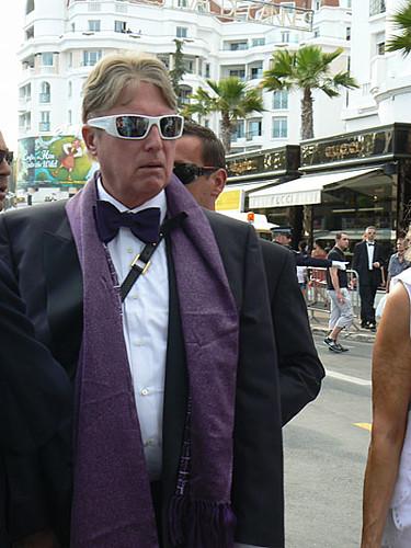 costume et écharpe violette.jpg