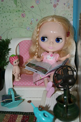 (365 toy project/365days of pink 12) Missy Kaylarae..what are you reading?
