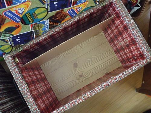 toy box - woodgrain bottom