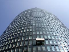 modern Sisyphus (fanthomas) Tags: windows skyscraper germany deutschland fenster highrise dortmund hochhaus windowcleaner fensterputzer rwetower gebudereiniger