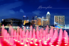 Singapore River - pink fountain (fiftymm99) Tags: reflection tourism fountain night marina river singapore tourist esplanade coolpix singaporeriver marinasquare singaporehotel merlionpark colorphotoaward flickrlovers coolpixp80 nikonp80 marinabaysand fiftymm99