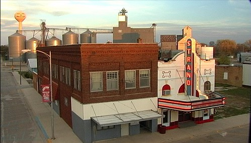 Small Town Silver Screen (USA 2008) still: Strand Theatre