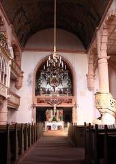 The church of Ostheim (:Linda:) Tags: people music woman man church germany bavaria lampe town gallery leute christ kirche franconia altar organ chandelier inside column railing musik pew pulpit orgel rhn mensch sitzen kanzel sule kronleuchter rhoen ostheim kirchenbank kirchenmusik orgen grabfeld churchgallery kircheninneres churchinside orgelmusik ostheimvorderrhn kircheinnen sitzbnkeinkirchen nonalivepeople kircheninnen