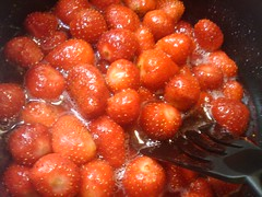 strawberry jam making (yukatica) Tags: cooking strawberry may 2010 hiyoshi tmg jyoshi
