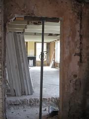 De oude deur naar het zomerhuis is weer geopend.
