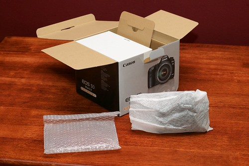 Canon 5D Mark II Unboxing 05