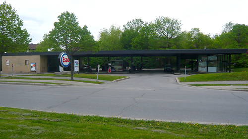 Mies gas station