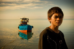 Sunkissed - Boy and Boat (jeridaking) Tags: city light boy sea portrait sky people sun public colors children boat warm shadows shine child faces market horizon philippines folks ralph ops visayas sunkissed leyte ormoc bisaya bisdak ormocanon jeridaking matres fortheloveofphotography leytephotographer ormocphotographer