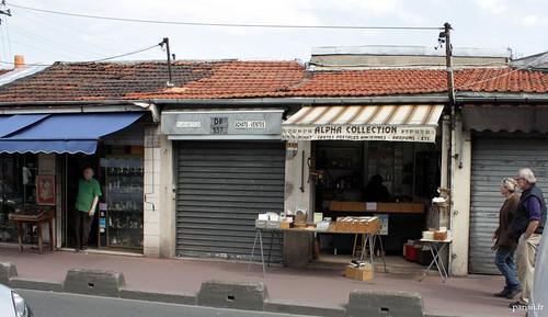 Les boutiques ne sont bien souvent rien dautre que des baraques construites à la va-vite