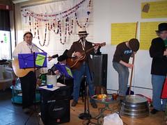 2009-04-11 Jug band Seder 017