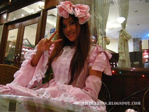 v pose pink lolita