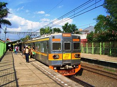 KRL Ciujung @ Pondok Ranji (chris railway) Tags: railroad station train indonesia tren eisenbahn railway zug jakarta trem bahn treno serpong ka locomotora ferrocarriles treinen ferrocarril ferrovia rel treni spoorweg makina jabotabek  locomotiva krl   chemindefer  tangerang locomotief pocig      lokomotywa comuter  penumpang railfans locomotore keretaapi ferroviarie  trainphotography  tanahabang   tuho     ciujung oto keretalistrik penglaju ekonomiac   umayxela sidulich  eisenbahnzgen ferrovipathe ferrovira fotografiaferrovira