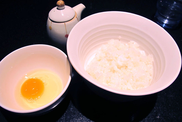 110202_185718_ラー博_支那そばや_鳥骨鶏の卵かけご飯