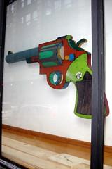 NYC - SoHo: O.K. Harris - David Buckingham's Travis Bickle III (wallyg) Tags: nyc newyorkcity sculpture ny newyork gun gallery artgallery manhattan soho travisbickle gothamist okharris davidbuckingham travisbickleiii