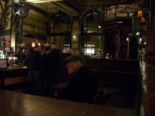 Viejo en Pub