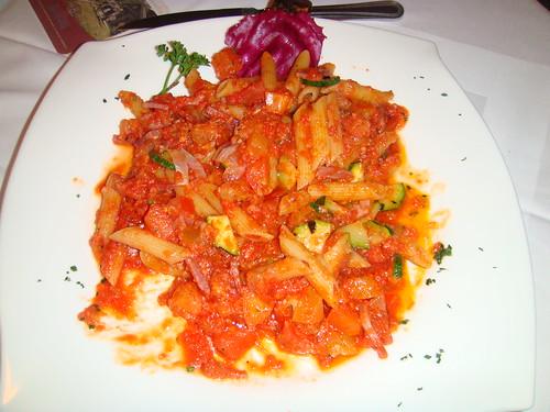 Fussili con tomate y calabacin