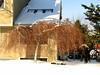 Un parasol doré dans la neige (!MimosaMicheMichelle!) Tags: door winter house snow tree home window hiver whitehouse porte neige maison arbre fenêtre 2009 maisonblanche demeure privategarden canons3is jardinprivé mimosamichemichelle michellebéchardlalonde ✿img9370mf ⌘⌘montérégie ⌘saintlambert ⌘⌘rivesudsouthshore ⌘⌘⌘⌘canada ⌘⌘⌘québec ✓saintlambert➛stanley