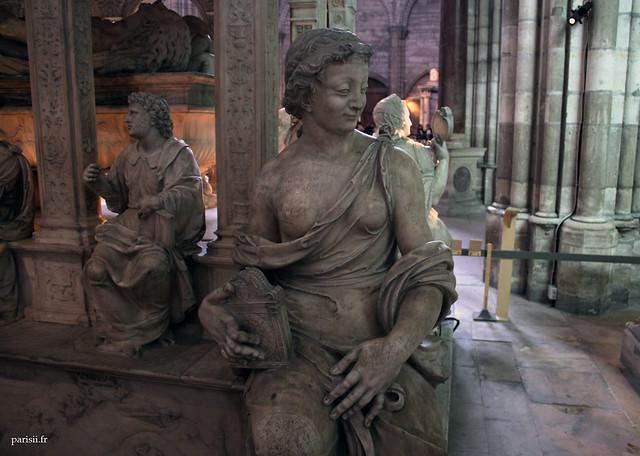 Une des quatre vertus, sculptée par Germain Pilon pour le tombeau monumental de Henri II et Catherine de Médicis