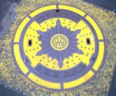 manhole1