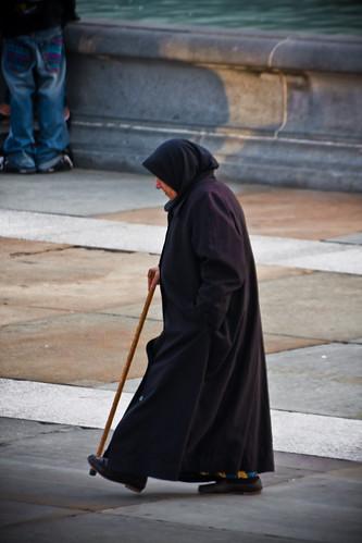 40d canon creativecommons london trafalgarsquare cane lightroom nun walkingstick