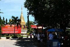 IMG_0890 Wat Doi Kam (ol'pete) Tags: thailand chiangmai canoneos350d เชียงใหม่ ประเทศไทย earthasia watdoikam วัดพระธาตุดอยคำ