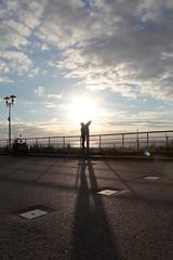 himmelsgucker (kann's einfach nicht lassen...) Tags: blue light boy shadow sky silhouette landscape licht meer angle candid himmel unterwegs blau lucht landschaft schaduw schatten hemel junge enroute blaw fernweh blickwinkel fernsicht ansichtsache abenteuerlich nichtquadratisch