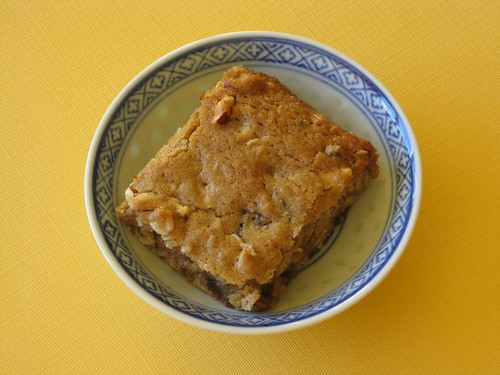 Date-Nut Blondie