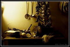 La cocina de la abuela (paco_net) Tags: españa stilllife kitchen cuisine andalucía pentax k1000 grandmother andalucia cocina abuela pentaxk1000 almeria almería stilllifes bodegon naturalezamuerta bodegones
