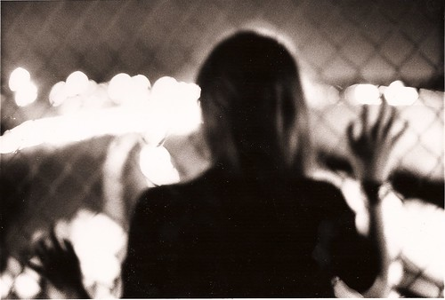 [フリー画像] 人物, 女性, 後ろ姿, モノクロ写真, 201005121700